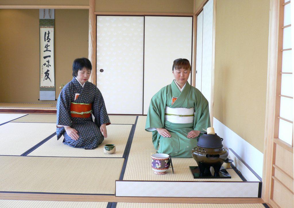(c)DR Cérémonie du thé à la Maison de la Culture du Japon.