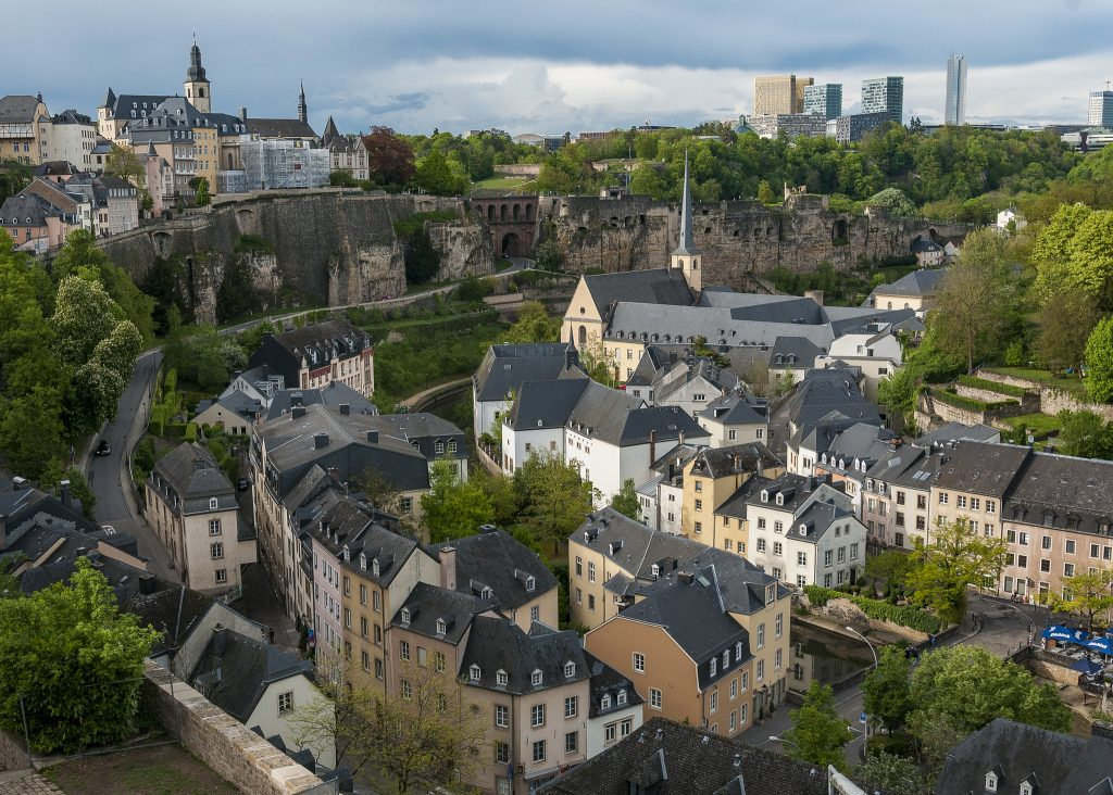 bvi4092 FlickrView from the city ramparts Luxembourg(CC BY 2.0)