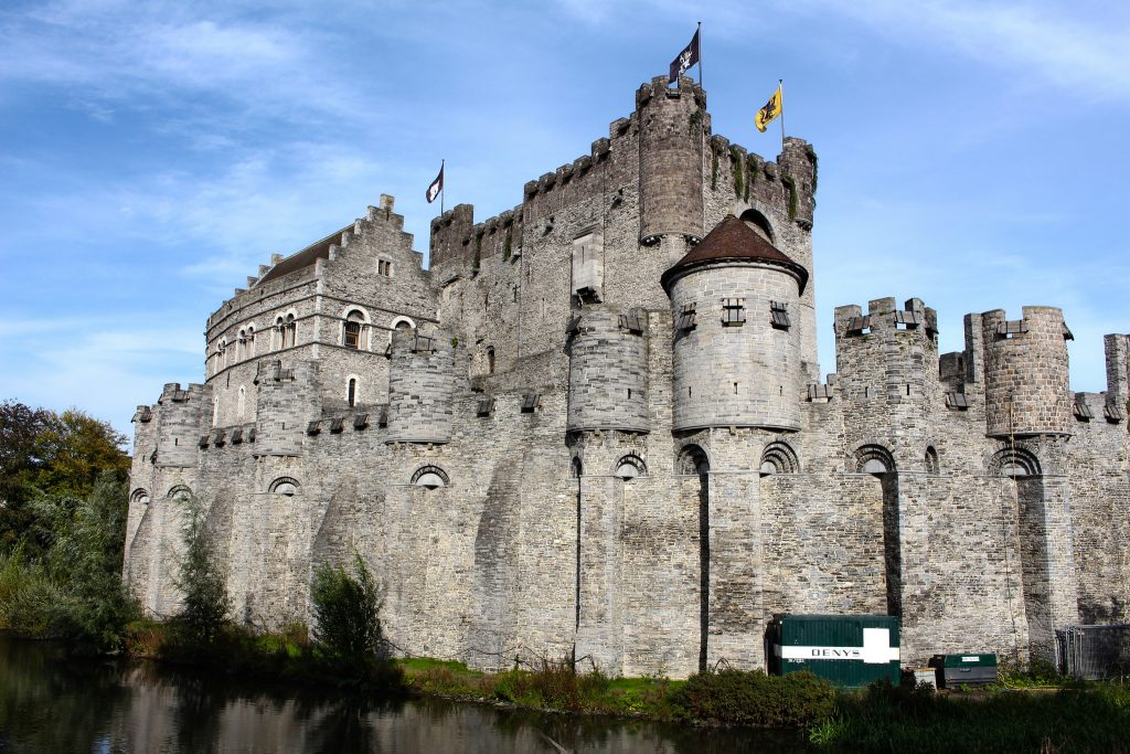 travelmag.com Suivre 12th century moated castle Gravensteen in central Ghent
