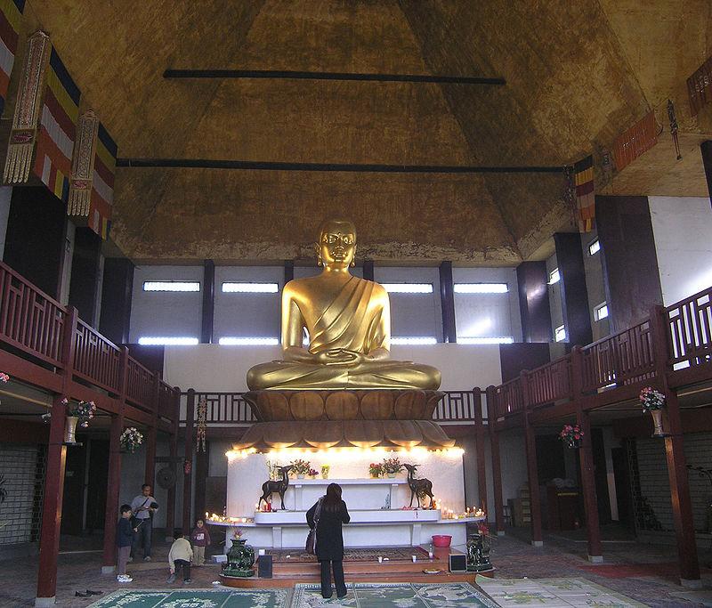 Bouddha de la Pagode de Vincennes. Source Wikipédia
