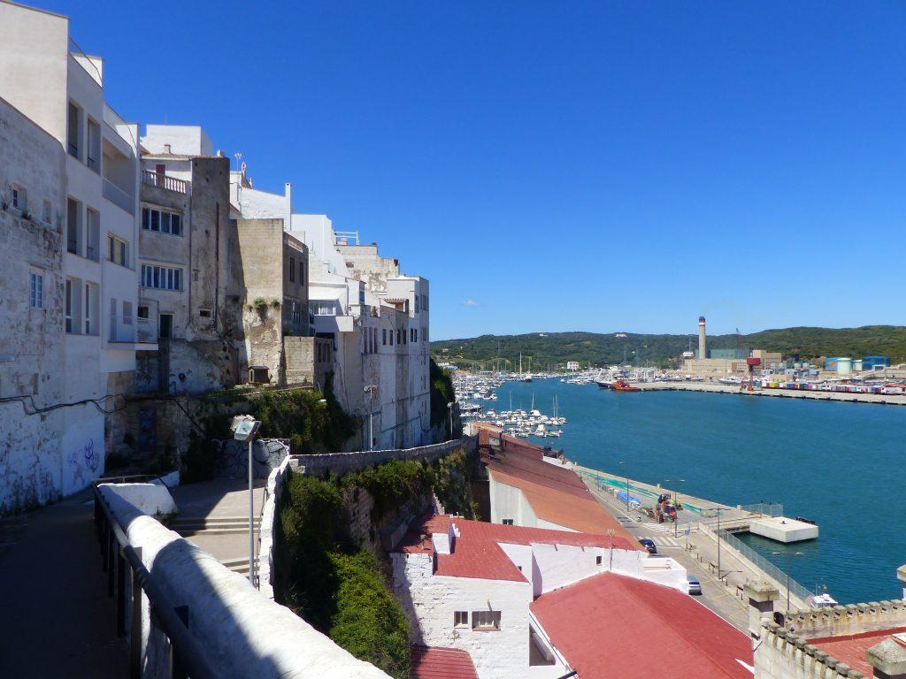 Vue sur la vieille ville et le port. ©EliseChevillard